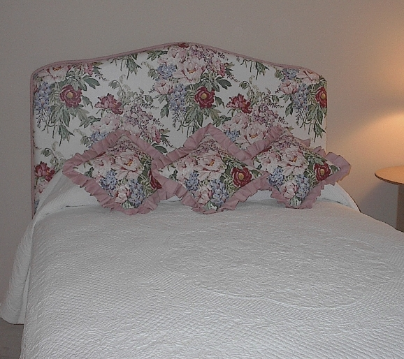 Bedroom - Floral Headboard compliments bedding and more!