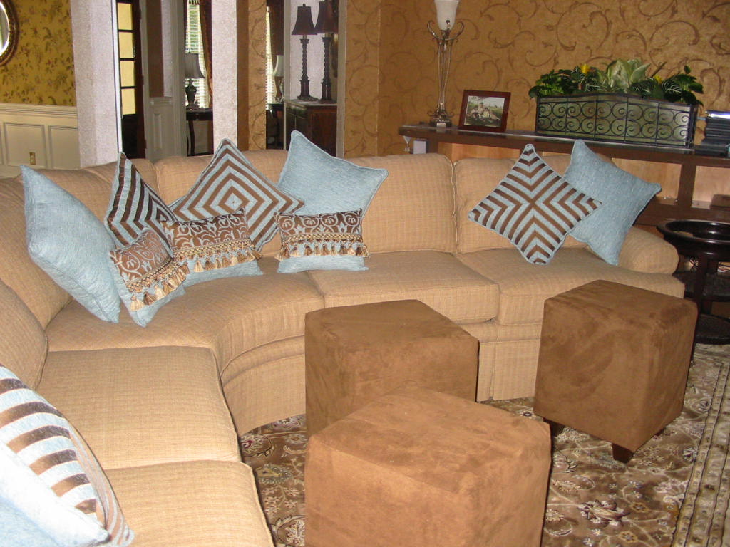 Family Room - Furniture w/Ottoman Cubes & Pillows